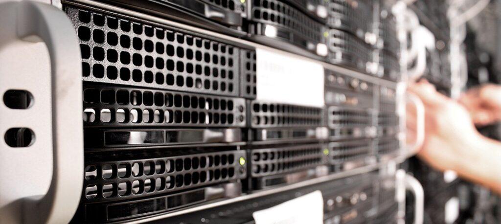 Bild eines Servers im Rack